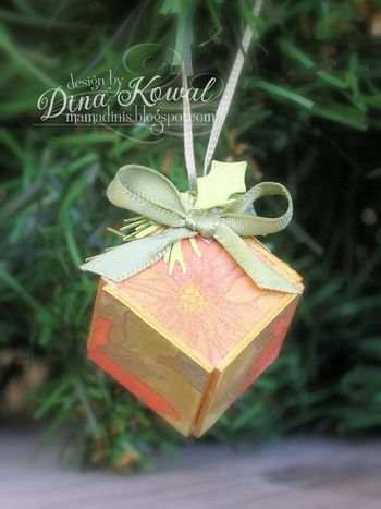 Dina-cube-ornament